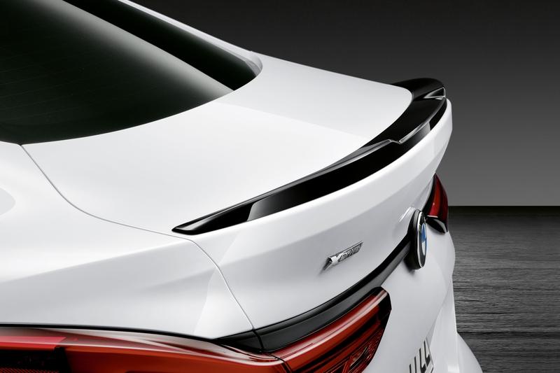車尾僅配置小尾翼展現低調性能。