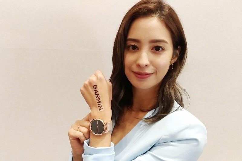女星莫允雯親錄影片為車勢文化的朋友介紹 Garmin vívomove手錶(影片)