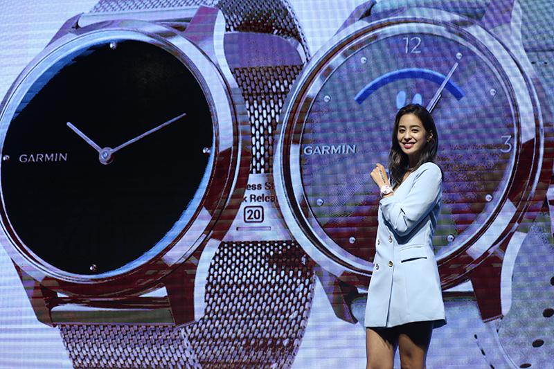 智慧穿戴裝置領導品牌 Garmin邀請女星莫允雯為 Garmin錶現智慧,知性性感風展現個性化時代潮流。
