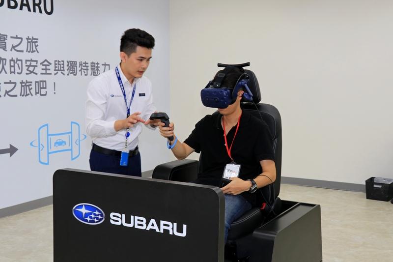 透過AR擴增實境科技即可掌握不同車色及車艙內外細微的狀況。