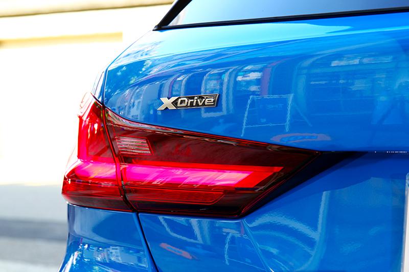 頂規性能車型配置xDrive智慧型可變四驅系統。