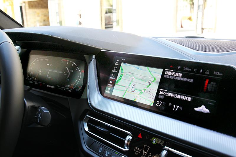 兩具10.25吋螢幕提供數位儀表與中控螢幕功能。
