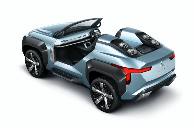 這台就是 Mitsubishi 的敞篷電能越野車「MI-Tech」,採 PHEV 混合動力
