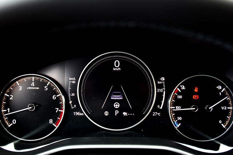 儀表中央採7吋數位配置,多項車輛資訊都能在此察看。
