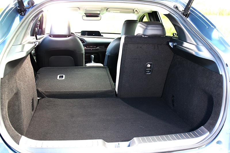 旗艦進化車型行李廂擁有422~1424公升置物空間。