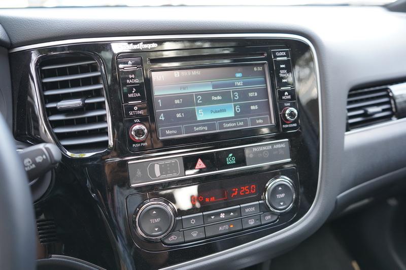 若選擇GT或SEL版本,中控音響系統則會升級為具備Smartphone-link的最新版