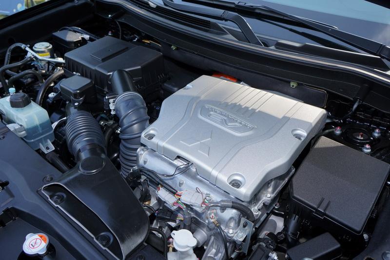 小改款Outlander PHEV的引擎已由2.4升MIVEC引擎替換原先的2.0升直列四缸引擎