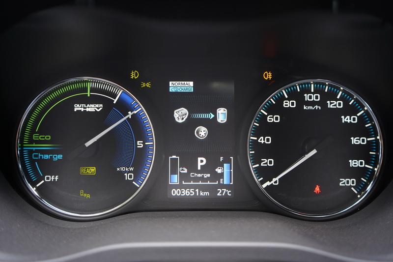 引擎作為發電機之用時,駕駛儀表也會同步顯示其作動狀態