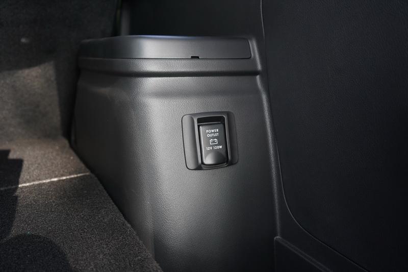 後車箱還有一組12V電源的輸出插座