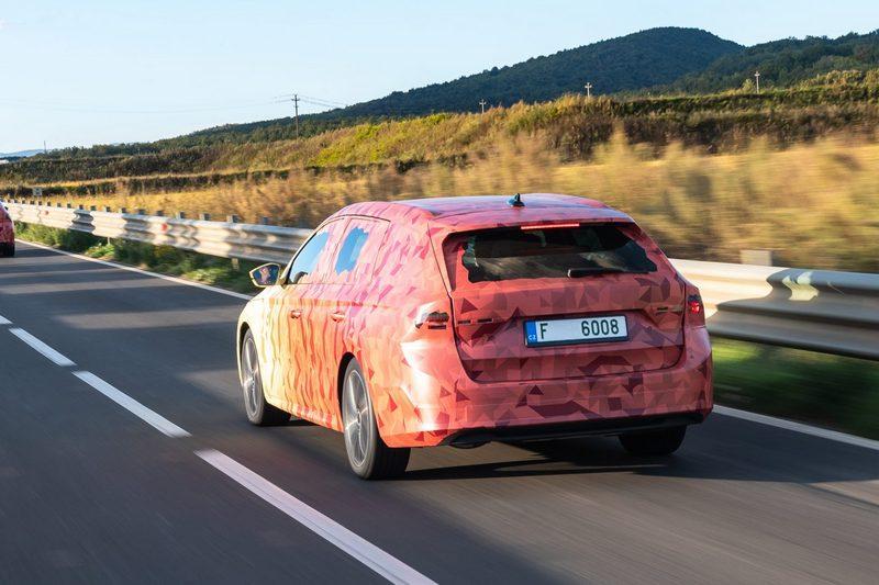 新世代Octavia除基本汽柴油也會配置48V輕油電及插電式油電系統。