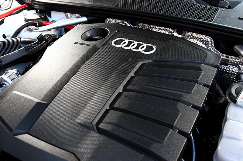 2.0升柴油引擎具有204hp/40.8kgm動力,並且額外配置12V油電系統,使其油耗也有21.2km/L水準。