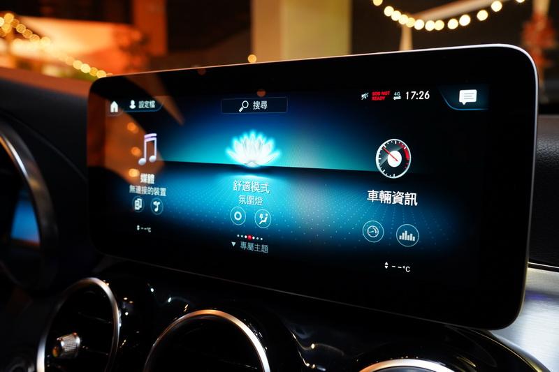 中控螢幕則換成內建MBUX智能資訊娛樂系統的10.25吋高解析觸控螢幕