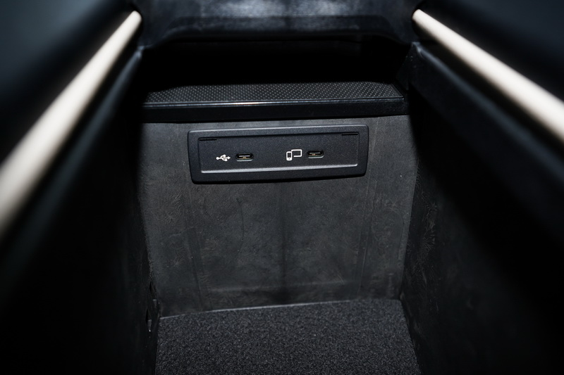 Type C高速充電座是為了迎合新世代智慧手機規格而升級的配備