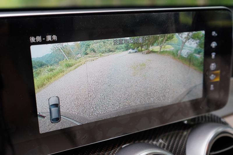 試駕車選配了P47倒車輔助套件,包含有360度環景攝影及主動停車輔助系統
