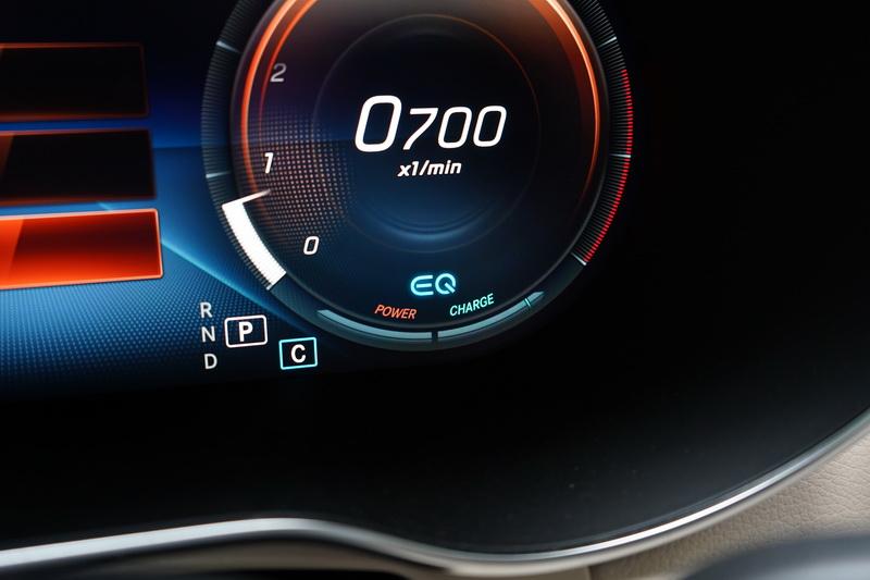 EQ Boost系統具備14匹馬力的助推能力,大腳油門後的推力來的平順又快