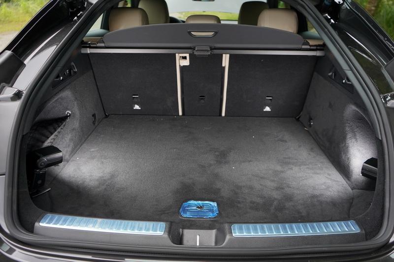 滿座狀態下後艙行李箱容積為500公升,後座椅傾倒後可提升為1400公升