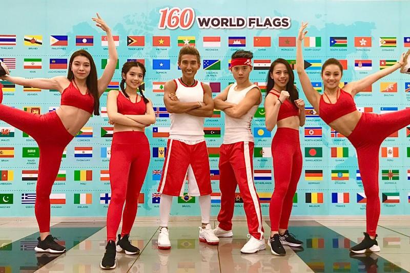 潘若迪(左三)帶著5人教練團隊進行亞洲巡迴。