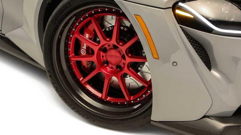 Supra HyperBoost Edition配置20吋輪圈與寬體設計。