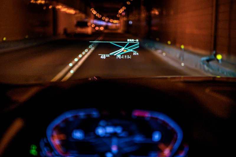 020年式全新世代320i M Sport首發版升級配置車況抬頭顯示器。