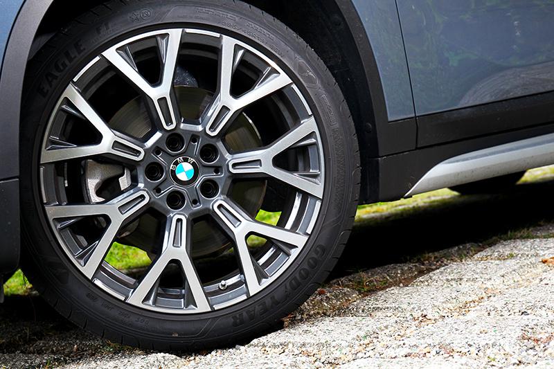 試駕車型將輪圈選配19吋規格。