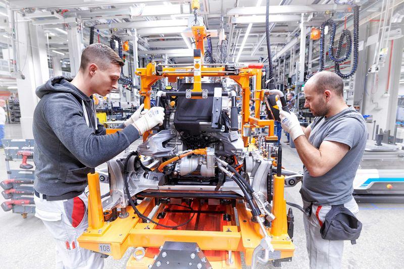 位於布魯塞爾的Audi電動車工廠為全球第一座榮獲碳中和認證的豪華汽車品牌生產工廠,生產製程皆獲比利時檢測認證機構Vinçotte認證,未來品牌旗下所有生產基地將於2025年達到碳中和的認證標準。