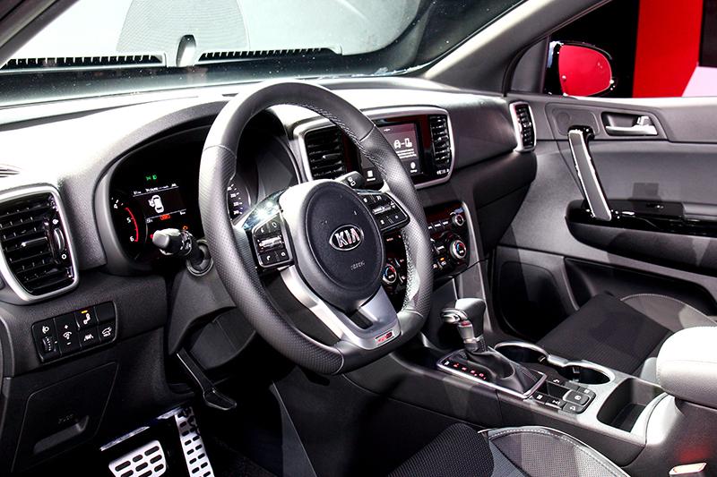 全車系另標配7吋多媒體影音觸控系統。