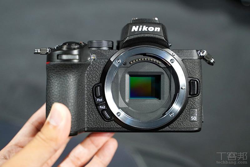 Nikon Z50 採用 APS-C 感光元件,為目前 Z 接環系統中最入門平價的選擇。