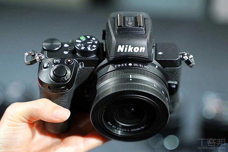 配 Nikon Z DX 16-50mm F3.5-6.3 套裝 Kit 鏡體積算得上是十分輕巧。