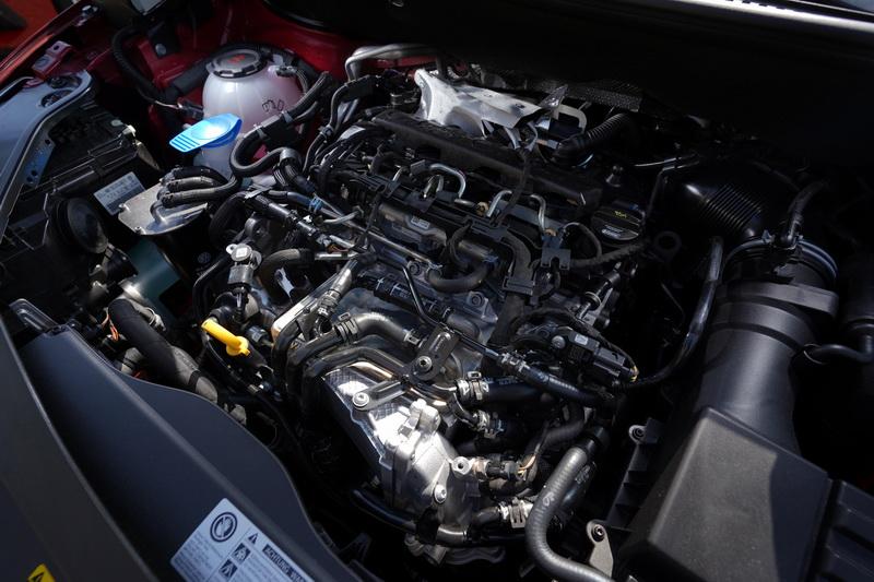 Caddy Maxi傳奇版是以2.0 TDI版本為基礎,配置的是2.0升4缸缸內直噴柴油引擎