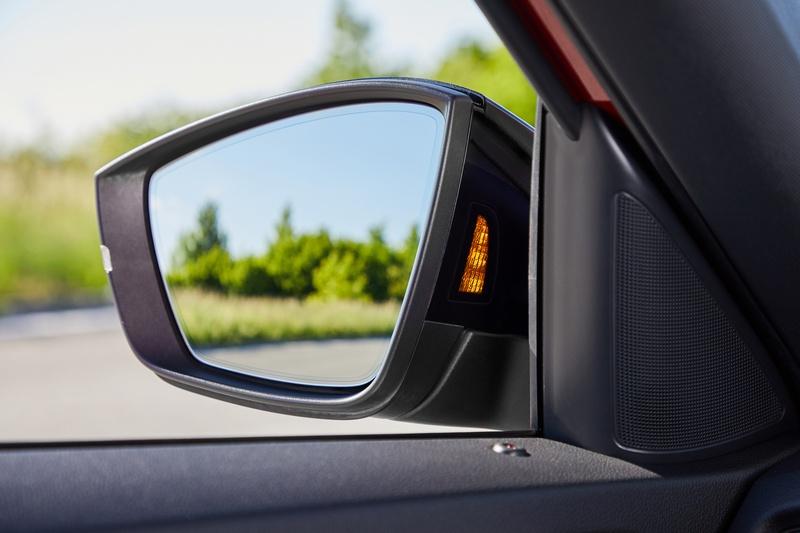 2020年式新車將Blind Spot盲點偵測系統升級,從先前的20公尺大幅擴增至70公尺。