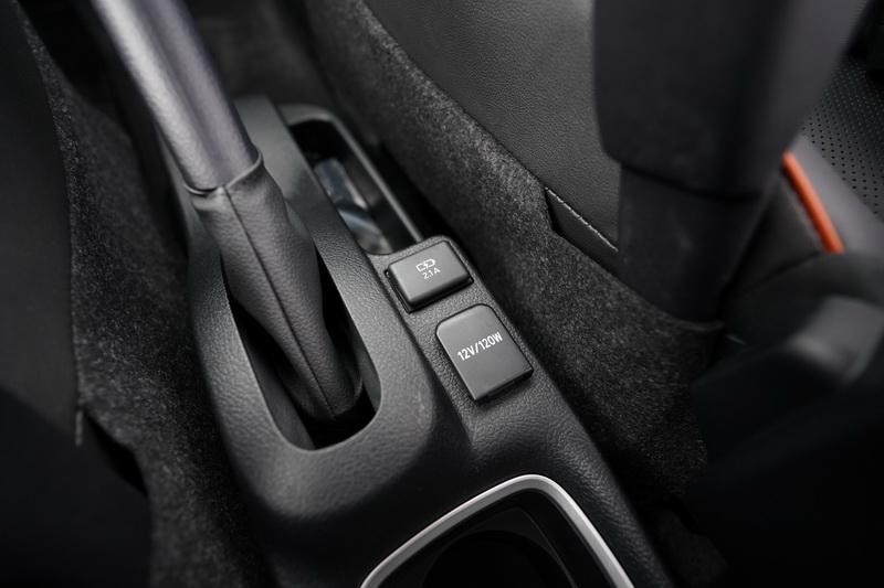 中央鞍座區新增有12V插座及USB充電口