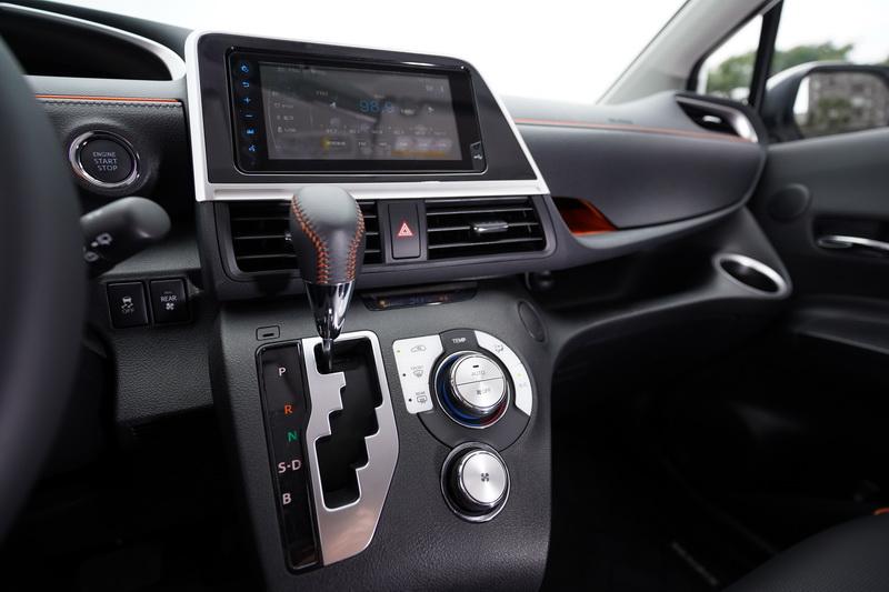 除了1.5升入門型仍採用功能較單純的CD主機外,其餘車型中控皆配置7吋觸控螢幕