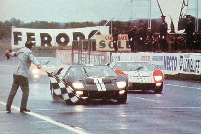 【圖一】Ford GT40不僅於1966年法國利曼24小時耐力賽中,終結Ferrari於利曼賽場五連冠的紀錄,更一舉奪下該屆賽事的前三名,並同時成為利曼24小時耐力賽首次獲得冠軍的美國品牌,爾後Ford於1967年、1968年、1969年亦創造三連冠的紀錄,是Ford賽車史上的偉大里程碑。