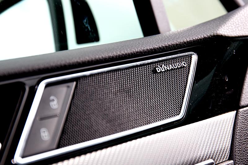 Passat Variant 330 TSI R-Line 30 Million Edition配置Dynaudio Confidence音響系統。