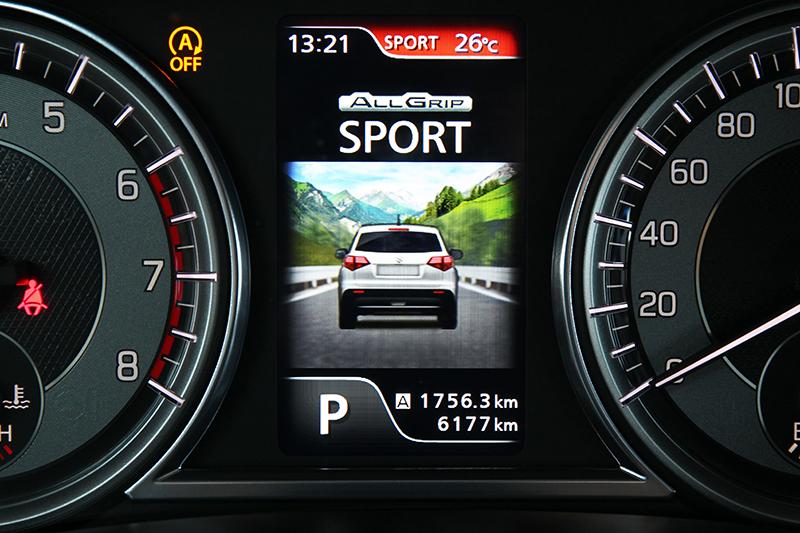 不只Off-road厲害,VITARA就連On-road也有一套,想盡情駕馭僅需撥動ALLGRIP旋鈕進入SPORT模式即可縱情奔馳。