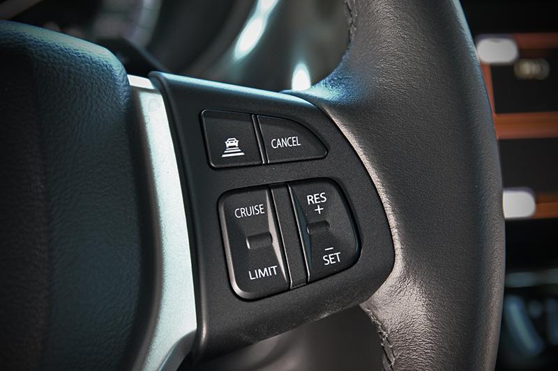 只要在方向盤右側利用控鍵設定好車距與速度,便可輕鬆享用ACC主動式車距巡航控制系統的便利。