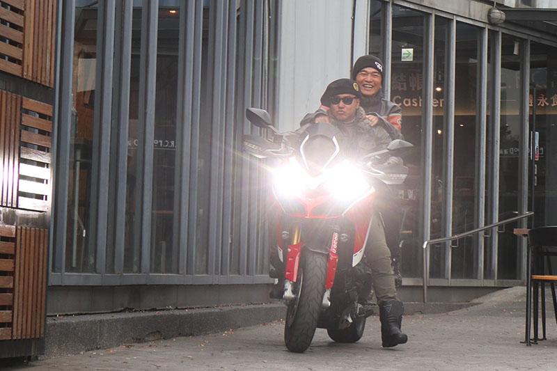歐弟騎Ducati載吳宗憲