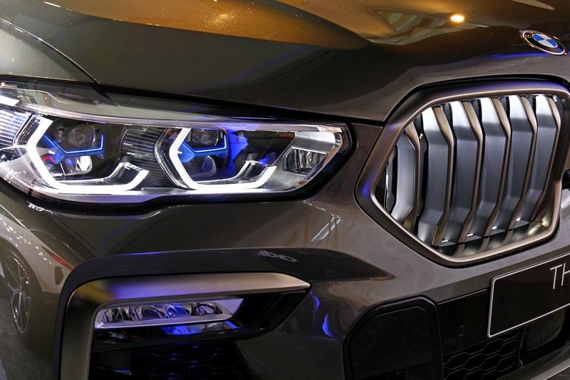 選配的LED飾光水箱護罩能於引擎開啟/關閉、或行進間會投射出豐富變化的LED光影。