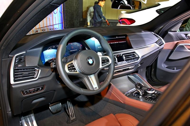 X6座艙承襲新世代BMW設計,擁有科技與豪華兼具的質感氛圍。