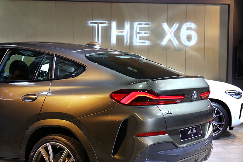 X6提供xDrive40i與M50i兩種動力規格。