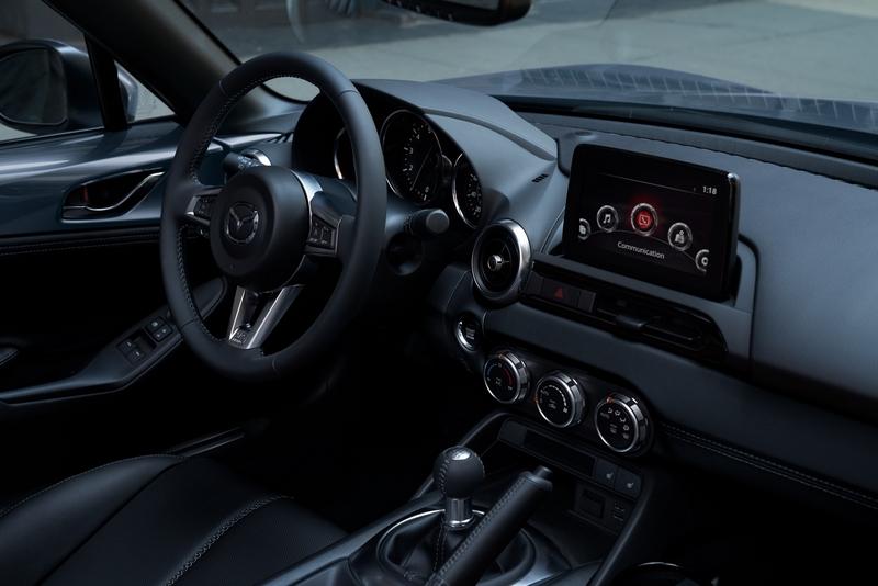 2021年式MX-5規劃六速手排與MX-5 RF六速手自排兩種車型規格。