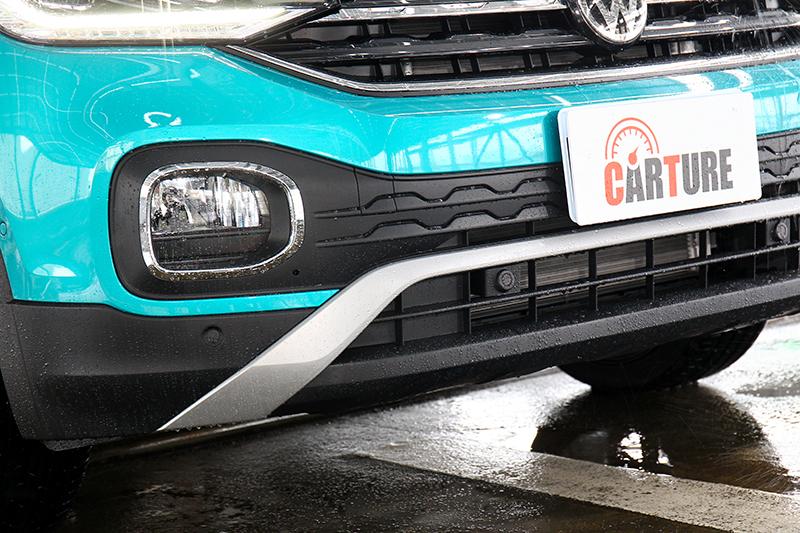 方形霧燈框則是擷取類似T-Roc的設計風格,較大的面積也讓車頭多了些霸氣姿態