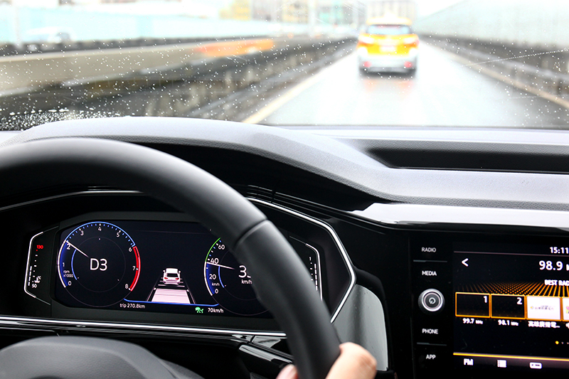 ACC主動車距巡航部分並無支援全速域,時速30 km/h以下須由駕駛接手,最高可設定至210 km/h