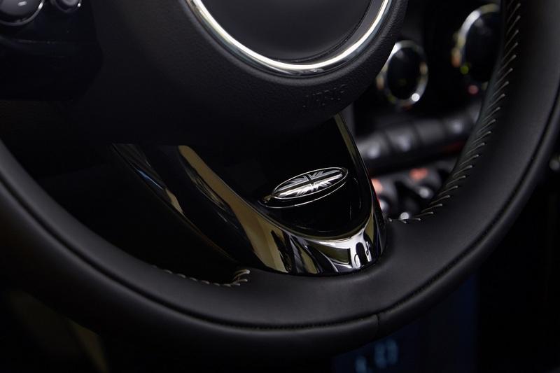 升級Mini Yours跑車式真皮方向盤。