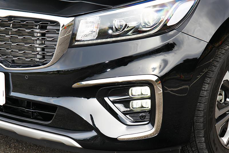 矩陣式霧燈替車頭增添獨特風格。
