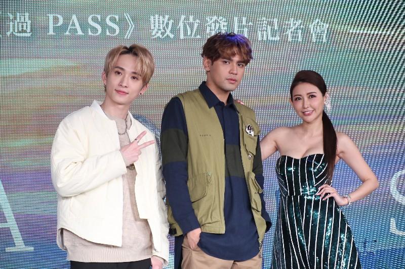 (左起)邱鋒澤、陳零九、愷樂