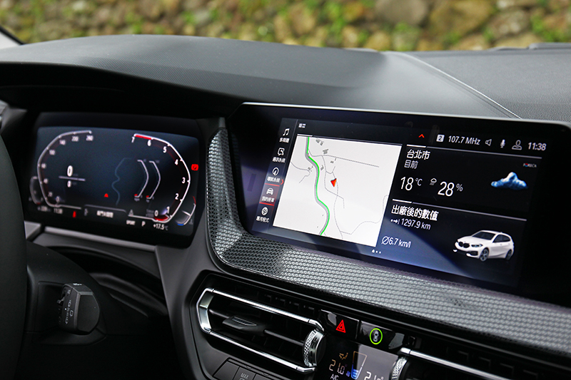 豪華運動版車型配置雙10.25吋螢幕。
