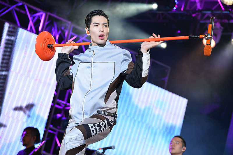 蕭敬騰抱病擔任《巨星耶誕演唱會》壓軸演出
