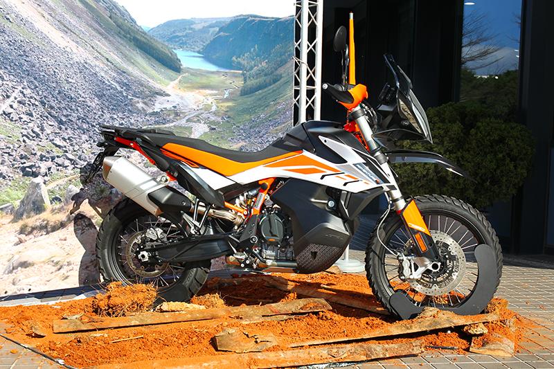 台灣KTM總代理安東貿易今日(17)發表790 Adventure與790 Adventure R。