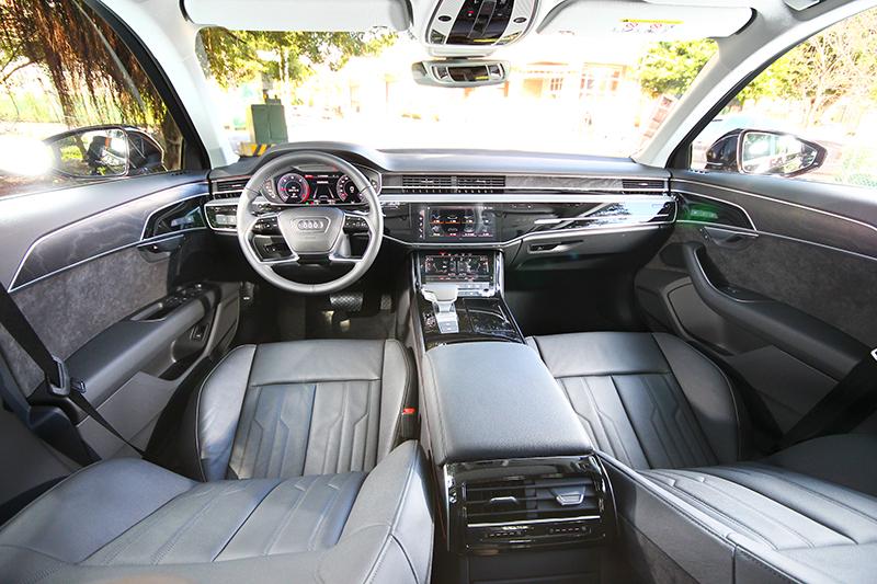 售價雖然比長軸便宜許多,但座艙質感氛圍卻有相同水準。